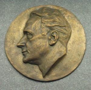 Robert Schmidt: Plakette im Robert-Schmidt-Berufskolleg